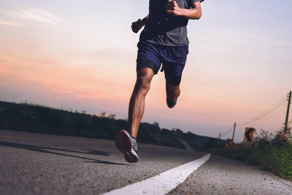 Quali sono i numerosi benefici della corsa sul tapis roulant